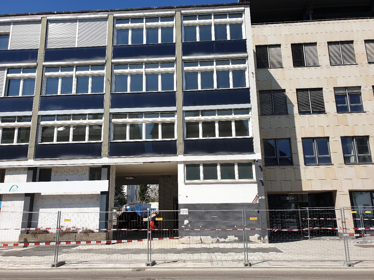 Geschäftsgebäude Karl-/Ensingerstraße Abriss April 2019